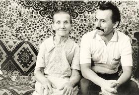 Віктор Захарченко з матір'ю